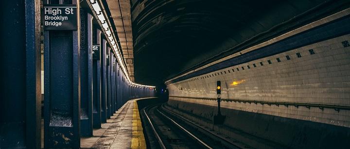 Niujorko metro atsisakoma kreipinių su nuoroda į keleivių lytį