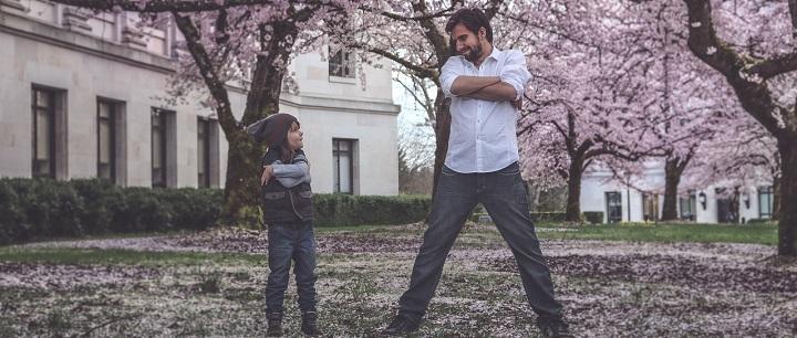 Artimi santykiai su tėčiais padeda įveikti dukterų vienatvę