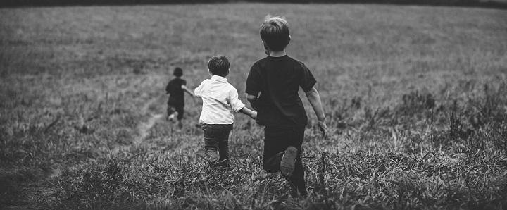 Advokato komentaras: Kaip turi elgtis tėvai, norėdami apsaugoti vaikus nuo tarnybų