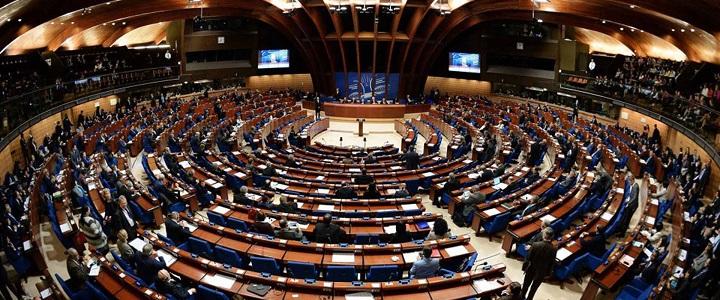 Europos Taryba: vaiko teisių apsaugos tarnybos privalo gerbti tėvų teises
