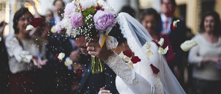 Dėl mažėjančio santuokų skaičiaus kenčia visi