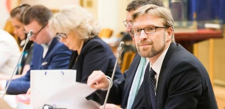 LVI teisininkas: Ministerija imituoja vaiko teisių apsaugos reformos taisymą