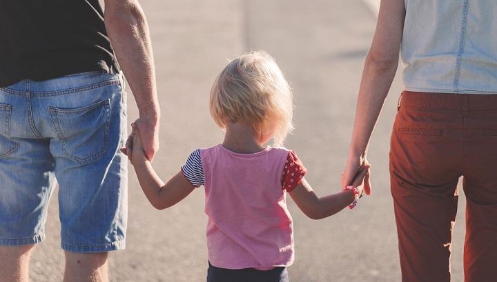 LAT: sprendžiant vaiko paėmimo iš tėvų klausimą privalo būti užtikrintos visų suinteresuotų asmenų procesinės teisės