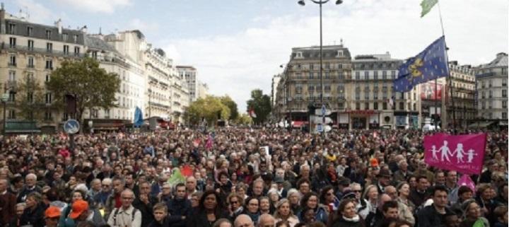 Paryžiuje protestuota prieš dirbtinį apvaisinimą vienišoms moterims ir lesbiečių poroms