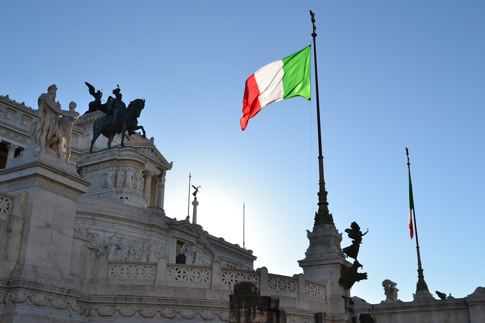 """Italijos katalikų vyskupai teigia, kad siūlomas homofobijos įstatymas sukuria """"nusikaltimą turėti nuomonę"""""""