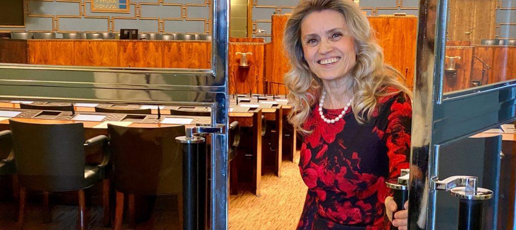 """""""Bauginimais neprivers manęs slėpti tikėjimo"""" – tęsiama buvusios Suomijos ministrės žodžio laisvės byla"""