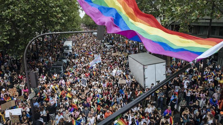 Prancūzijos parlamento nariai legalizavo dirbtinį apvaisinimą lesbietėms ir vienišoms motinoms